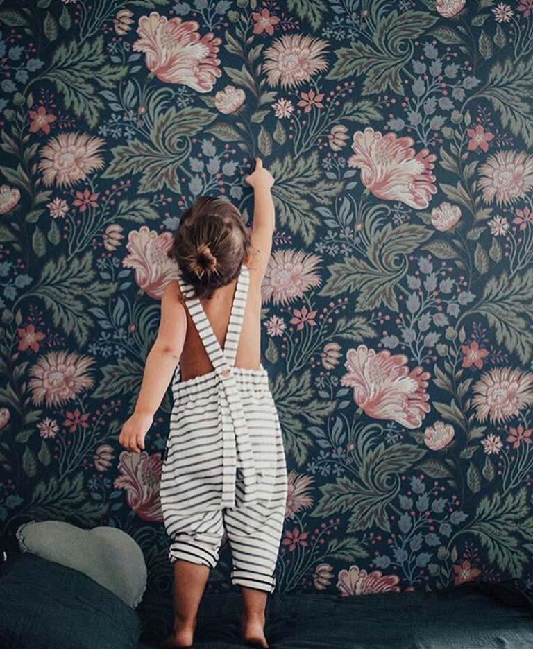 کاغذ دیواری دخترانه با طرح های آنتیک